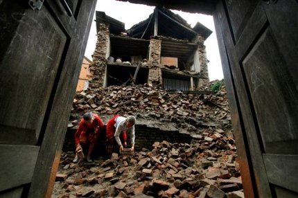 Nepalese women remove bricks of the damaged house to make way for pedestrians after an earthquake of magnitude 6.9 shook northeastern India on Sunday night, in Katmandu, Nepal, Monday, Sept. 19, 2011. Rescue workers used shovels and their bare hands to pull bodies from the debris of collapsed buildings Monday, as the death toll from an earthquake that hit northeast India, Nepal and Tibet rises. (AP Photo/Niranjan Shrestha)