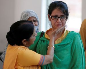 India's External Affairs Minister Sushma Swaraj consoles Uzma, an Indian woman who according to local media was forced to marry a Pakistani man, after her arrival, in New Delhi, India May 25, 2017. REUTERS/Adnan Abidi - RTX37KXP